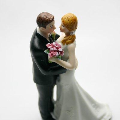 画像1: ウエディングケーキトッパー/腰に手をまわす花婿