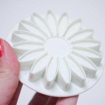 画像1: プッシュ式抜き型(FoxRun)花びらの多いお花 3個セット