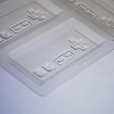 画像2: 〒 CK チョコレート型/レトロゲームコントローラー