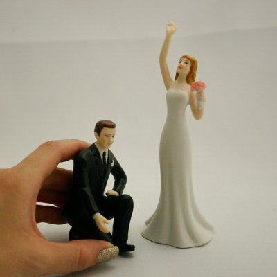 画像1: ウエディングケーキトッパー/手を差し伸べるカップル