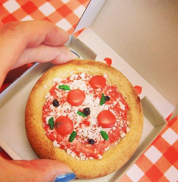ピザクッキーを作ったら、ピザボックスを使ってみてください♪