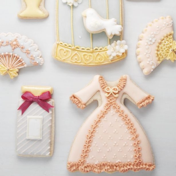 ROSEYクッキー型。マリーアントワネット風のドレス型や、鳥かごと小鳥などなど