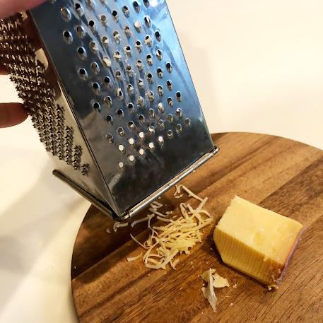 チーズグレーター