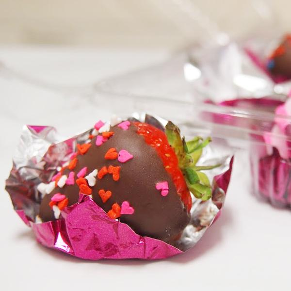 苺が出回ってますので「チョコレートカバードストロベリー」