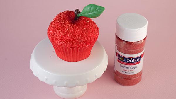 秋が近づいてきたし、真っ赤な林檎のカップケーキを作ってみた