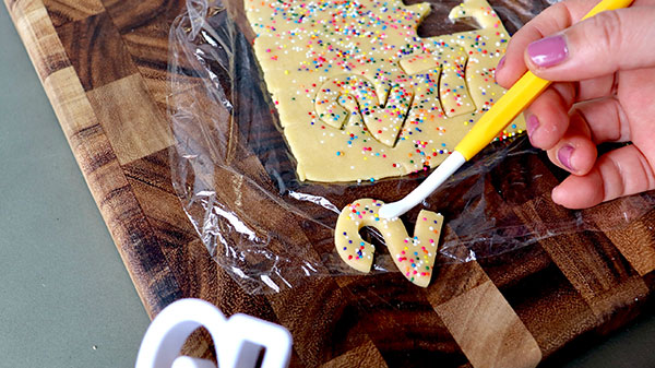 クッキー生地をきれいに抜く方法