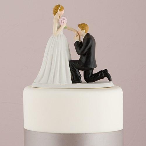 画像1: ウエディングケーキトッパー/手の甲にキスしているカップル (1)