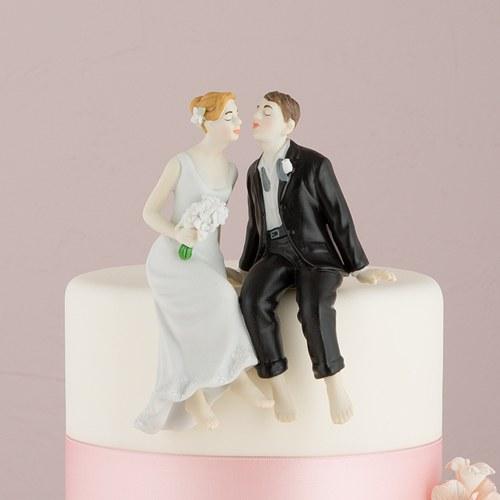 画像1: ウエディングケーキトッパー/ケーキの縁に座るカップル (1)
