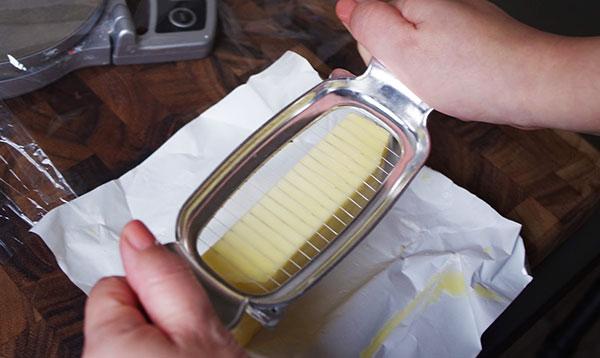 バターカッターで切る