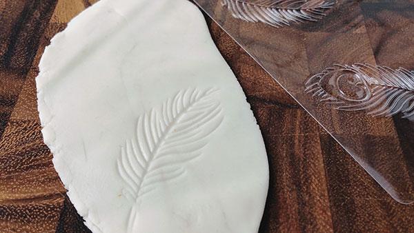 羽のテクスチャーマット
