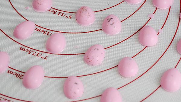 デコレーションに使いやすい卵のチョコレート