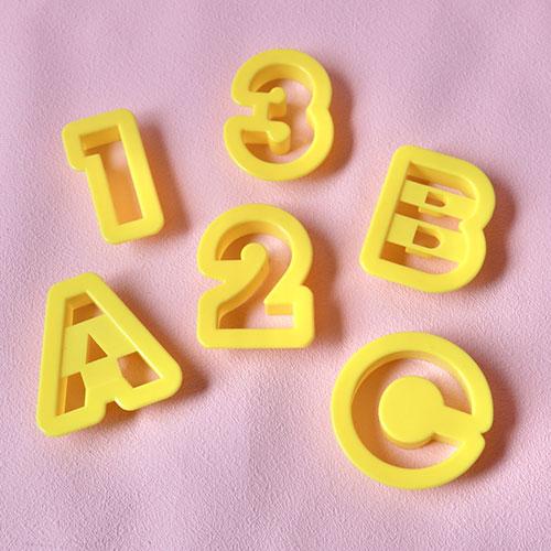 画像1: クッキー型(プラスチック)数字&英字 (1)